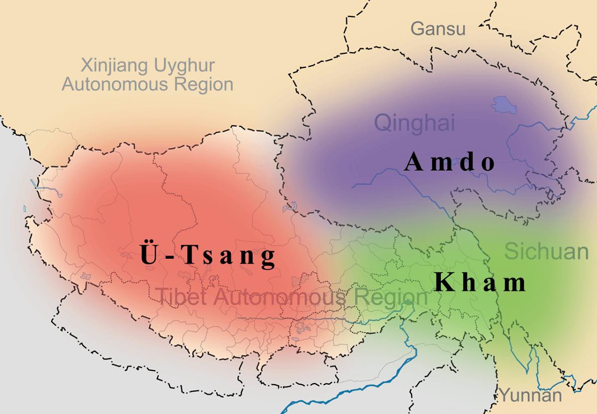 多麥,又稱安多(圖中藍色區域),為宗喀巴大師出生地區。約當今青海、甘肅省轄區的黃河南北一帶。Photo Credit: Kmusser @Wikimedia Commons Public Domain