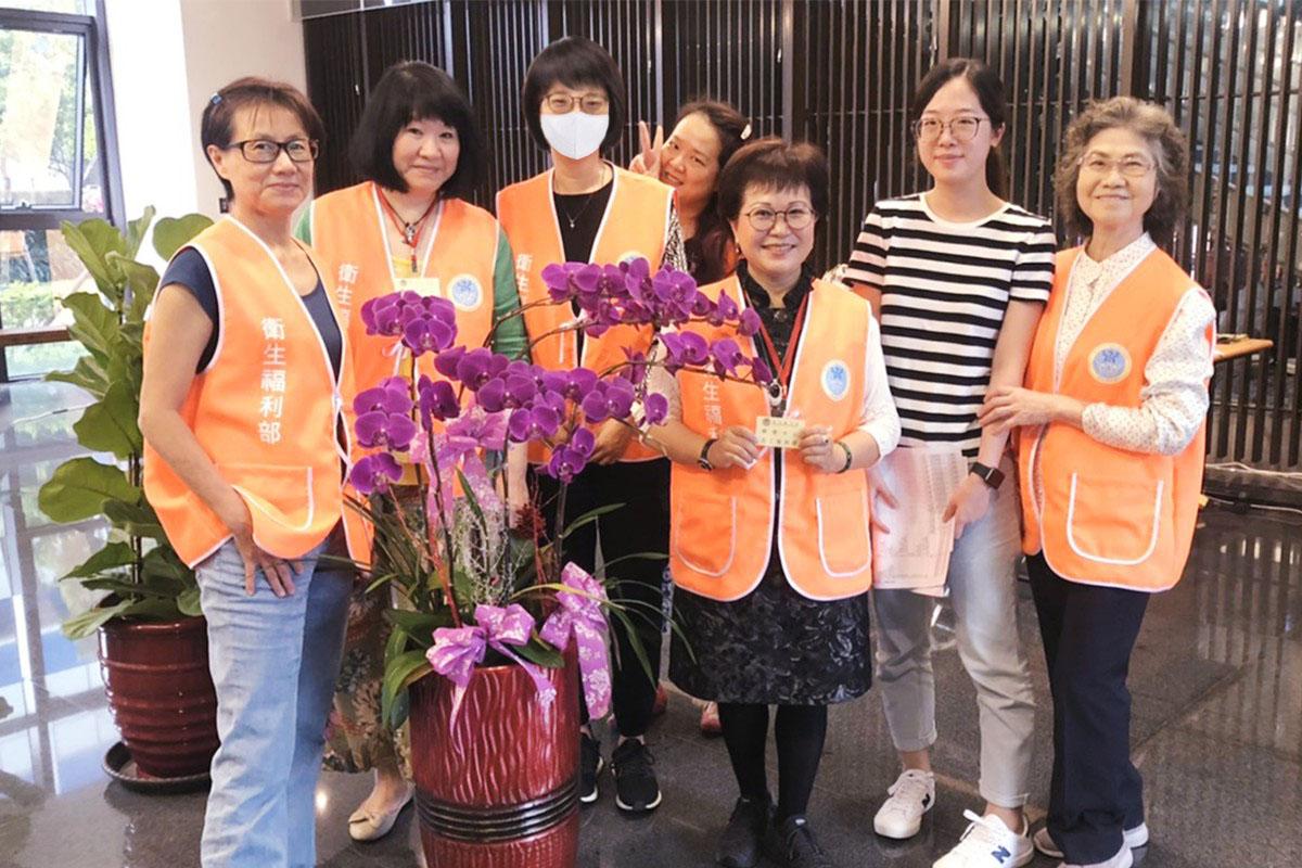 為台灣抗疫之路點燈,防疫志工:助人就是福