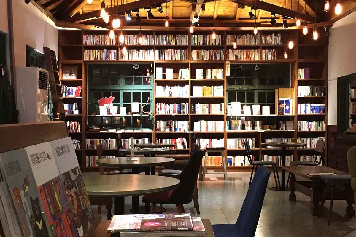 閱樂書店—文學之神的曉夢。攝影照-01