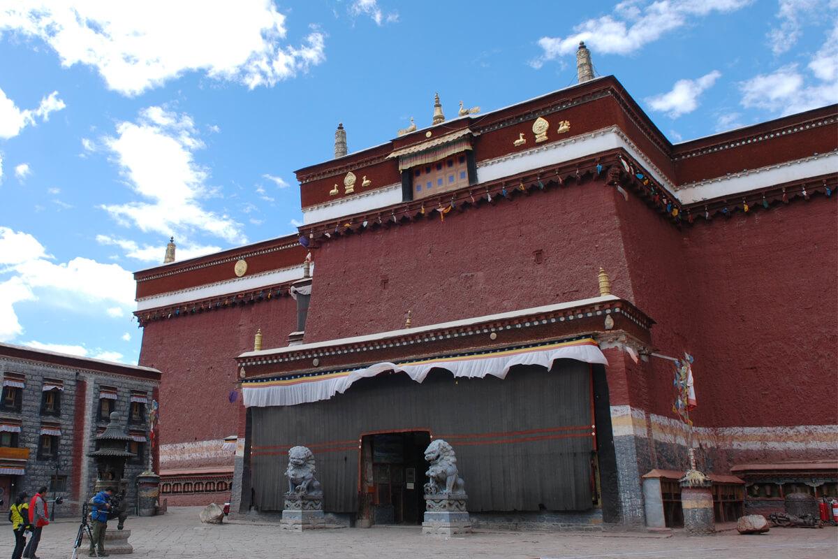 薩迦南寺拉康欽莫大殿正面。照片提供:賈文勝