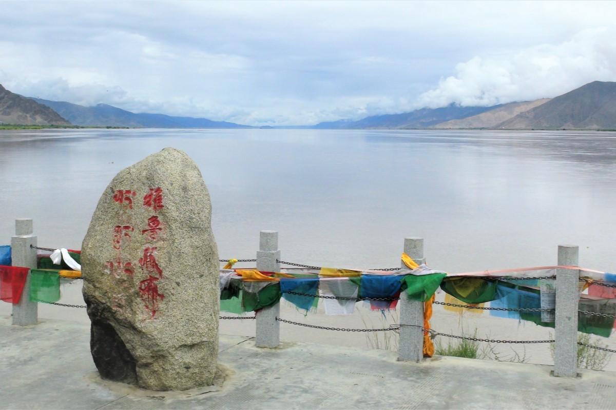 悠悠呢喃的雅魯藏布江,孕育了藏傳佛教的流淌、生機與輝煌。照片提供:蔡纓勳